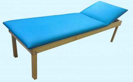 Кушетка физиотерапевтическая на деревянном каркасе.