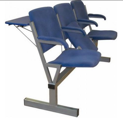 Секция стульев М116-033/034 на металлической раме 3-х/4-х местная с мягкими сиденьями с откидными сиденьями со столиками или без них.