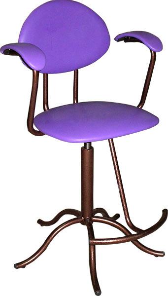 Кресло вращающееся М105 на винтовой опоре, со съёмной подножкой.