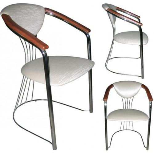 Стул-кресло офисное М45 с подлокотниками из МДФ на металлической раме.
