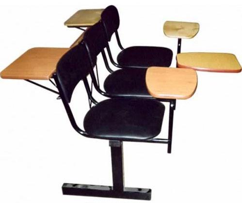 Секция стульев М113-03/04 на металлической раме 3-х/4-х местная с мягкими сиденьями со столиками или без них.