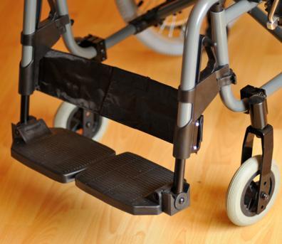 Инвалидная коляска - кресло кресло FS957LQ алюминиевая конструкция