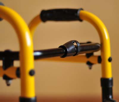 Ходунки детские CF 05-2022 разборные алюминиевые, с функцией «шагание» с 2-я колесами